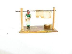 Preiser H0 Holzfigur Nr. 405 - Frau mit Wäscheleine, 50er Jahre
