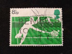 GB 1977 SG1022 RACKET SPORTS 8½P LAWN TENNIS - USED