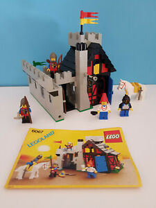 LEGO Castle / Lion knights 6067 - Guarded Inn - ancien chateau 1986 complet rare