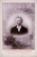 GAY QUEER INT YOUNG MAN STUDIO PORTRAIT PURPLE COLOR C. 1890S CABINET CARD PHOTO