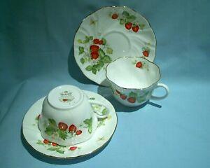 Rosina China Queens Virginia Strawberry 2 x Breakfast Tea/Coffee Cups & Saucers