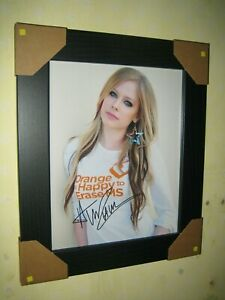 Avril Lavigne - Gorgeous Hand Signed Photograph (8x10) Framed with CoA