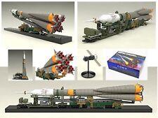 Soyuz rocket + transport train 1/150 scale