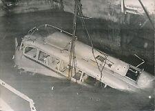 Accident de la Route c. 1955 - Autocar sorti de l'Eau - PR 949