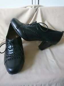 CLARKS BLACK LEATHER/PATENT/SUEDE VTG STYLE BROGUE LACE UP WOMENS SHOES SZ 7 VGC