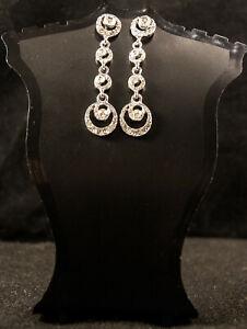 Silberne lange Ohrringe mit Strass, Hochzeit.