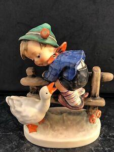 Hummel 195 2/0 Junge auf Zaun Gans Angsthase Goebel Porzellan Figur Hummelfigur