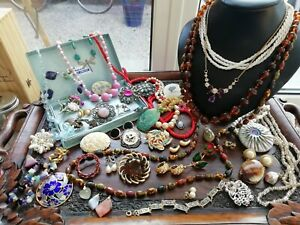 Good collection of Vintage Jewellery necklaces brooches earrings etc Job Lot