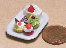 1:12 Scale 5 Assorted Cakes On A Ceramic Plate Dolls House Food Miniature PL57a