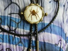 New Ghost Spider Bolo Lacets Cravate antique en métal doré cordon cuir Western, goth