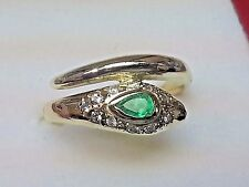 10KT YELLOW GOLD SNAKE RING WITH FINE PEARSHAPE EMERALD AND 11 BRILLANT DIAMONDS