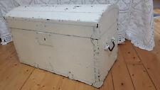 alte Truhe Holzkiste aus Frankreich Runddeckel Shabby Chic Landhaus Stil