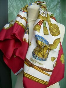 "Ancien foulard HERMES ""LES TAMBOURS"" en soie TBE silk scarf"