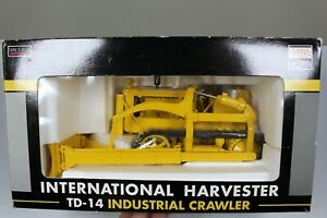 International IH TD-14 Crawler Dozer - SpecCast 1:16 Scale Model #ZJD183
