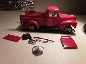 VTG 40 Ford pick-up model car junkyard lot