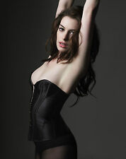 Anne Hathaway Unsigned 8x10 Photo (20) Catwoman