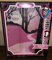 *GENTLY USED BOX* Mattel Monster High Draculaura Snow Bite Scarily Ever After