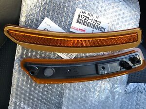 Lexus LC side marker lamps 81710-11010 and 81720-11010