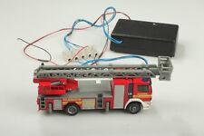 H0 SIKU Pompier grande echelle avec 4 casiers Lumière Bleue U. FEUX boue /