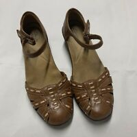 Clarks Collection Brown Leather Cut Out Sandals Shoes Closed Toe Womens 7 M EUC