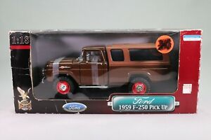 LE237 ROAD SIGNATURE 92317 Voiture 1/18 1:18 Ford F250 pick up 1959 baché brun