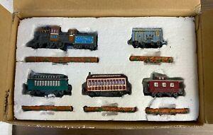 Liberty Falls Express AH293 Model Train Complete Set Engine, Cars, & Track