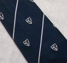 Cresta Escudo Corbata Azul Marino Blanco Con Rayas Vintage Retro Motif macaseta 1970s 1980s