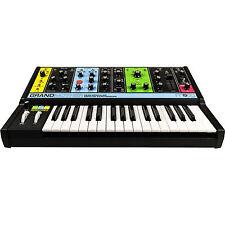 MOOG Grandmother Semi-modular Analog Keyboard Synthesizer (MODGRAND01)