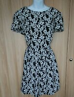 Womens Black White Floral Fit&Flare Lighweight Dress Size 18