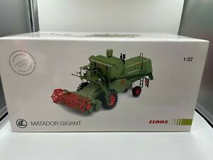 Universal Hobbies 1/32 Claas Matador Gigant Combine Harvester limited edition