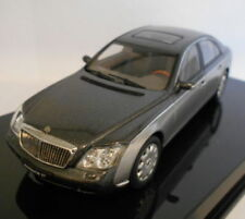 Voitures, camions et fourgons miniatures gris AUTOart Maybach