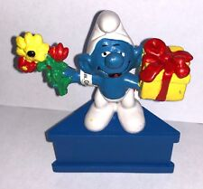 Smurf Gift Flowers Figurine on Stand Brand New with Schleich Tag Figure