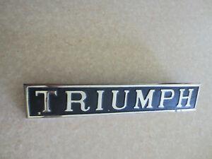 Triumph Herald car badge // emblem ----