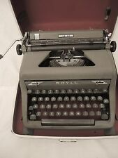 VINTAGE ROYAL QUIET DELUXE PORTABLE MANUAL TYPEWRITER WITH HARD CASE & MANUAL