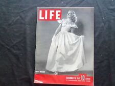 1945 DECEMBER 10 LIFE MAGAZINE - PARTY DRESSES IN FASHION - L 473