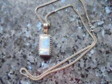 belle  chaine en argent +pendentif pierre translucide