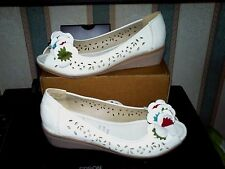 US POLO ASSN White Leather small wedged/ peep toe Red/green floral detail SZ 39