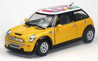 NEU: Mini Cooper S Sammlermodell 1:28 gelb mit internationalen Flaggen KINSMART