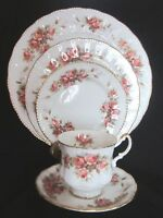 Paragon Elizabeth Rose Bone China 5 Piece Place Setting - England - Vintage