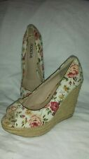 SODA White with red/yellow flowers high wedge  heel espadrilles size 8
