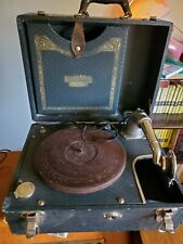 **ANTIQUE BRUNSWICK CRANK WIND UP PHONOGRAPH WITH RECORD HOLDER, MODEL 104