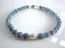 Handgefertigte Modeschmuck-Halsketten & -Anhänger aus Kristall und Edelstahl