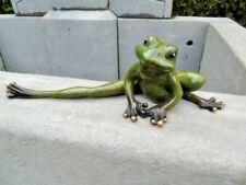 grenouille qui s étire une patte en bronze patiné, statue grenouille bronze