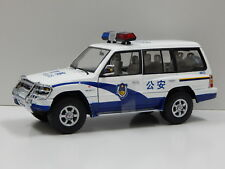 1:18 1998 Mitsubishi Pajero Long 3.5 V6 - China Police Sun Star 1226