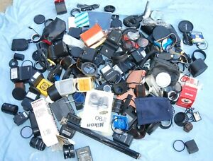 A JOBLOT OF CAMERA / PHOTO BITS AND ACCESSORIES