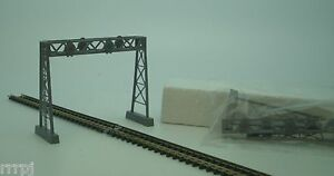 IHC  N SCALE TRAIN SIGNAL BRIDGE  FOR TRAIN LAYOUTS