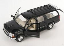 Spedizione LAMPO Chevrolet Chevy Suburban 2001 Nero Welly Modello Auto 1:24 NUOVO