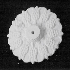 """1/12TH SCALE DOLLS HOUSE  WHITE 5.5 cm  CERAMIC CEILING ROSE WITH """"TULIP"""" MOTIF"""