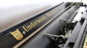 Giant Underwood Antique Typewriter ****** Wooden Base and Original Case ******