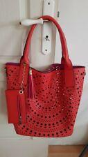 Grand sac cabas rouge/fuschia perforé avec petite pochette assortie